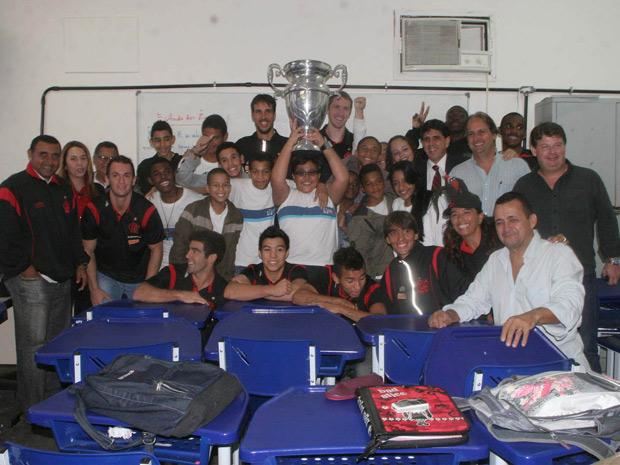 Atletas do Flamengo visitam escola em Realengo (Foto: Jadson Marques/Futura Press)