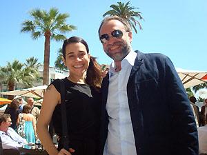 A atriz Alessandra Negrini e o diretor Karim Aïnouz em Cannes (Foto: Diego Assis/G1)