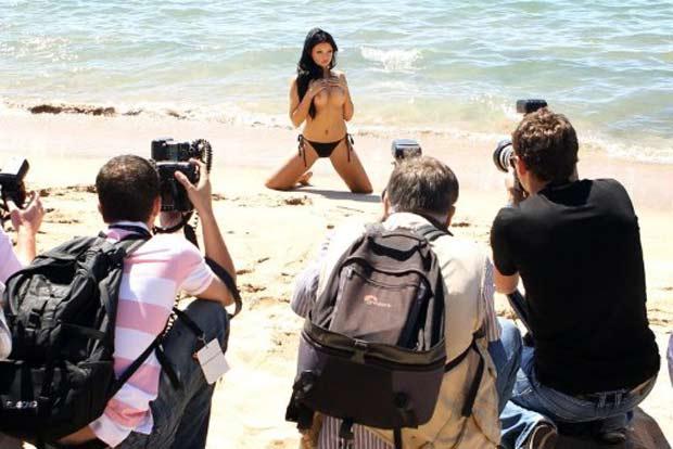 Atriz pornô Anna Polina posou de topless. (Foto: Valery Hache/AFP)