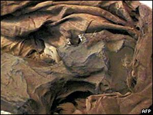 Múmia de Ahmose-Meryet-Amon (Foto: AFP)