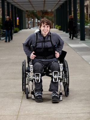 Exoesqueleto paraplégico 2 (Foto: Sarah Peet / UC Berkeley / via BBC)