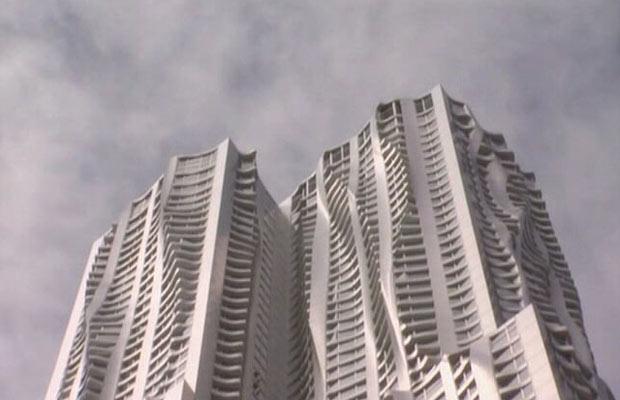 A fachada do edifício de Frank Gehry em Nova York (Foto: BBC)