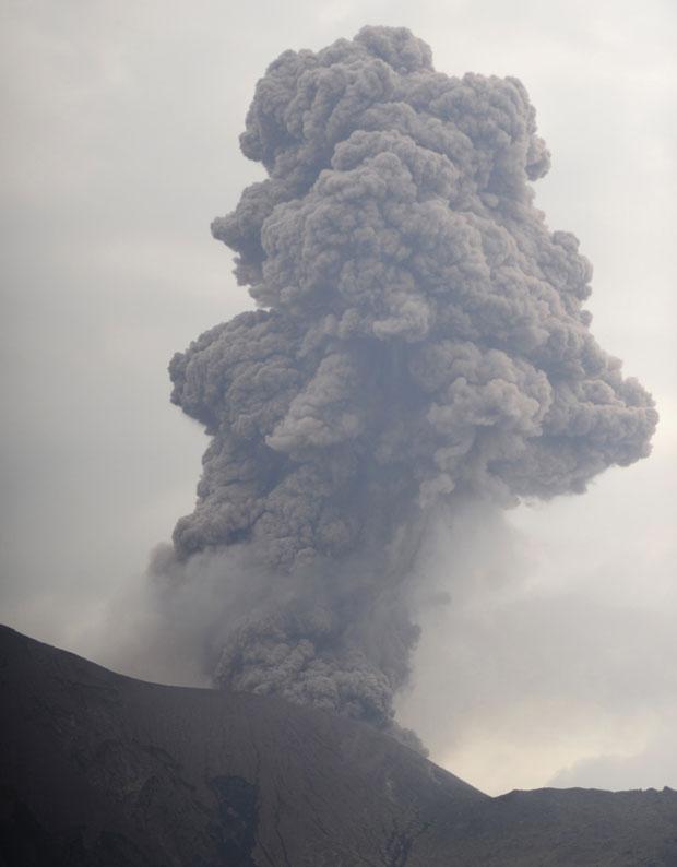 Devido ao risco gerado pela erupção, a Defesa Civil da Nicarágua já iniciou um plano de retirada de milhares de famílias da região. (Foto: Reuters)