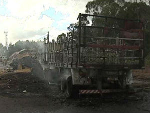 Acidente caminhão (Foto: Reprodução RPCTV)