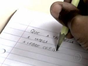 Pesquisa mostrou que estudantes saem da escola sem saber ler e escrever (Foto: TV Globo/Reprodução)