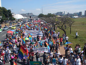 Manifestantes caminham na Esplanada dos Ministérios (Foto: G1 DF)