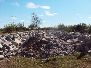 Resíduos encontrados pela PMA no distrito de Nova Porto XV, em Bataguassu (Foto: Divulgação/PMA)