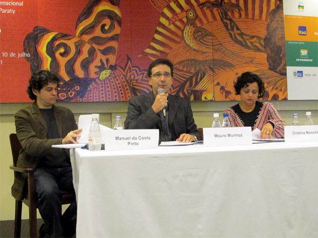 Manuel da Costa Pinto, Mauro Munhoz e Cristina Maseda participam de coletiva da Flip 2011 em que foi anunciada a programação completa do evento. (Foto: Marcus Vinícius Brasil/G1)