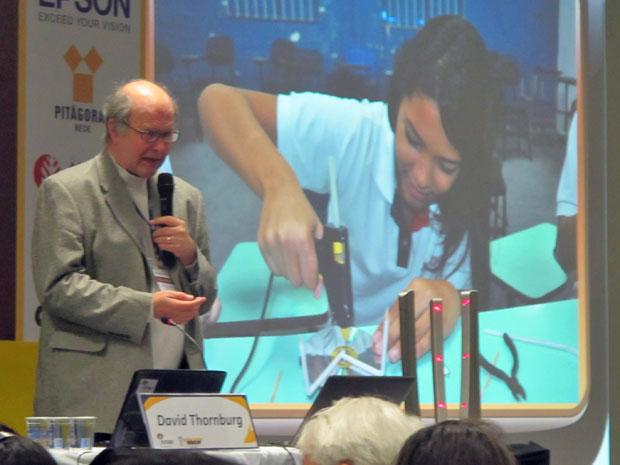David Thornburg desafia escola a usar tecnologia sem gastar muito (Foto: Maria Angélica Oliveira/G1)