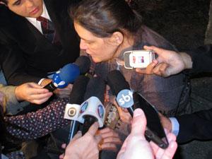 """""""Meu filho era um menino tranquilo"""", disse, emocionada, a mãe da vítima. (Foto: Rafael Oliveira / G1)"""