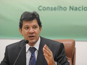 O ministro Fernando Haddad particiou da abertura do seminário sobre o Plano Nacional de Educação (Foto: Wilson Dias/ABr)