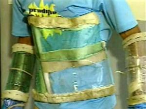 Coletes feitos com garrafas PET seriam usados em tentativa de fuga (Foto: Reprodução/TV Cabo Branco)