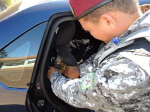 Policial da Força Nacional encontra maconha escondida em carro (Foto: Divulgação/Força Nacional)