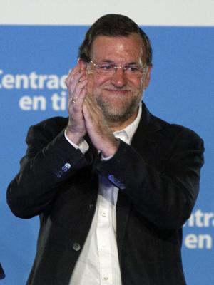 Principal opositor Mariano Rajoy celebra vitória nas eleições locais espanholas na sede do Partido Popular  (Foto: Reuters)