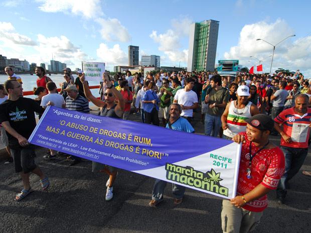 Marcha pela legalização da maconha mobilizou cerca de duas mil pessoas no Recife, segundo a Polícia Militar (Foto: Bobby Fabisak/JC Imagem/AE)