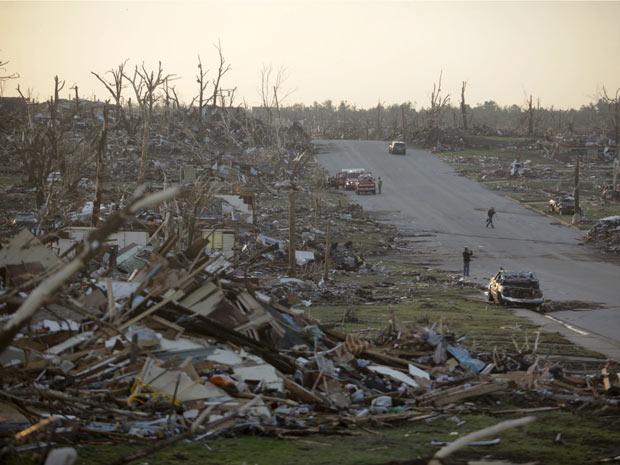 Bairro destruído na cidade de Joplin. Cerca de 30% das casas da região foram destruídas, segundo a prefeitura (Foto: AP)