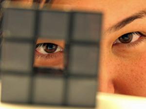 Publicitária Alessandra Koga já deu 'aula' para ensinar a montar o cubo mágico (Foto: Alessandra Koga/Arquivo pessoal)