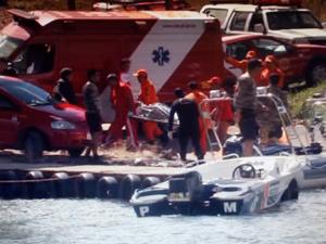 Corpo de vítima do naufrágio é retirado do Lago Paranoá (Foto: Reprodução/TV Globo)
