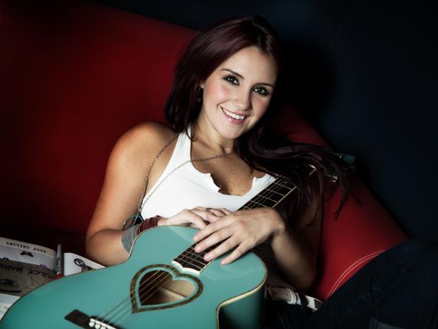 A cantora Dulce María, eleita pelos leitores do G1 como a melhor artista da música em 2010 (Foto: Divulgação)