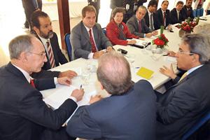 Governadores do PT reunidos com o presidente do partido, Rui Falcão (primeiro à esq.) (Foto: Elza Fiúza / Agência Brasil)