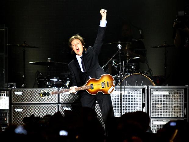 Paul McCartney começa a se apresentar no estádio do Engenhão, no Rio de Janeiro, nesta segunda-feira (23) (Foto: Lucíola Villela/G1)