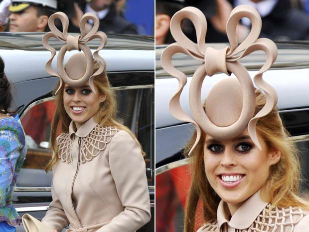Chapéu usado pela princesa Beatrice foi leiloado por R$ 210 mil. (Foto: Toby Melville/Reuters)
