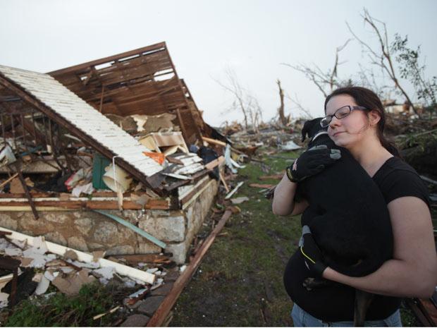 O casal afirma que morava no local depois de ter perdido tudo na passagem do furacão Katrina, em Nova Orleans, em 2005 (Foto: AP)