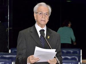 Foto de arquivo mostra o senador Itamar Franco no plenário do Senado (Foto: Agência Senado)