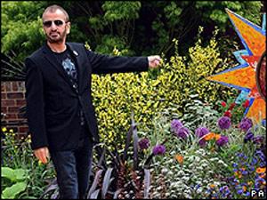 Ex-beatle visita jardim em homenagem a George Harrison no Chelsea Flower Show de Londres (Foto: PA)