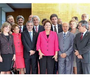 Dilma e senadores PT (Foto: Roberto Stuckert/PR)