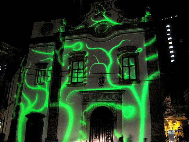 Projeção na Igreja de Santa Rita, no Centro do Rio (Foto: Tássia Thum / G1)