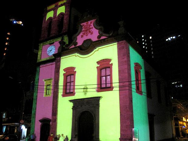 Igreja de Santa Rita, no Centro do Rio, recebe iluminação especial (Foto: Tássia Thum / G1)