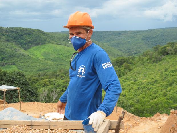 Antonio Ferreira Neto, 48 anos, chamado de Marola, é garimpeiro e lavrador desde os 17 (Foto: Anay Cury/G1)