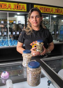 Osmarina, dona da loja Pedra Joia, em Pedro II (Foto: Anay Cury/G1)