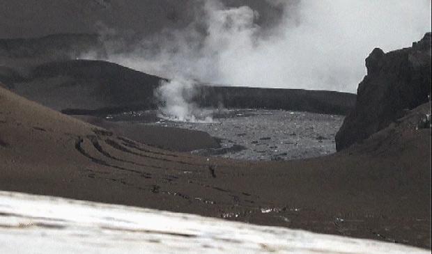 Imagens mostram momentos finais da erupção do Grimsvotn, que provocou cancelamentos e atrasos de voos na Europa (Foto: Reprodução / BBC)
