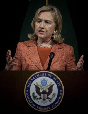 Hillary Clinton discursa em Islamabad (Foto: AP)