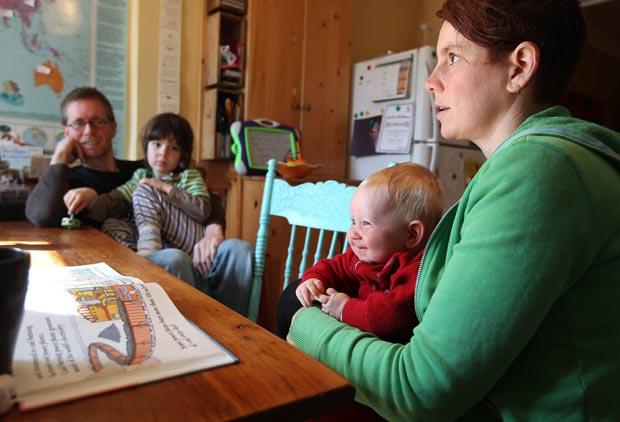 Kathy Witterick e David Stocker decidiram criar o filho definir o sexo. (Foto: Steve Russell/Toronto Star/AP)