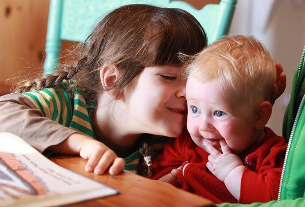So os irmãos, um amigo próximo da família e duas parteiras sabem o sexo do bebê. (Foto: Steve Russell/Toronto Star/AP)
