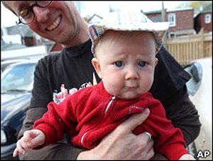 Bebê que não teve o sexo revelado ganhou o nome de 'Storm' (Tempestade). (Foto: BBC)