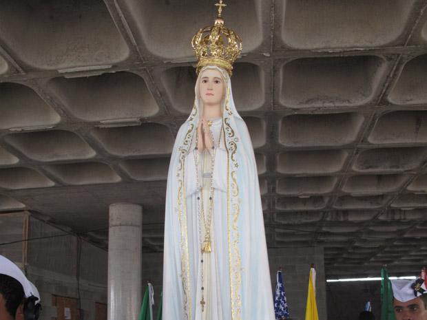 Imagem de Nossa Senhora de Fátima é recebida com fé e emoçaõ por fieis no Rio (Foto: Tássia Thum/G1)