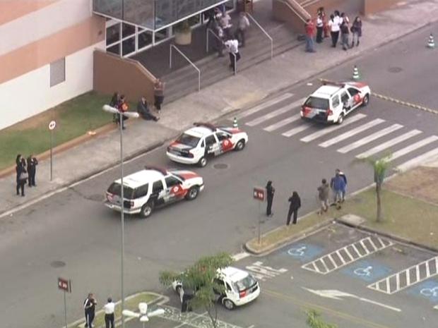 Ao menos uma pessoa ficou ferida (Foto: Reprodução/TV Globo)