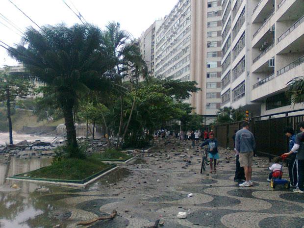 Internauta registra estragos na orla de Niterói, próximo ao MAC (Foto: Maria Emilia Radomski Brenny /VC no G1)