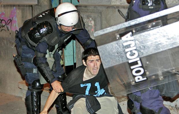 Protesto na Sérvia (Foto: Reuters)