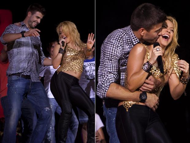 Shakira recebe o carinho do namorado, o jogador Gérard Piqué, durante show em Barcelona neste domingo (29). (Foto: AP)