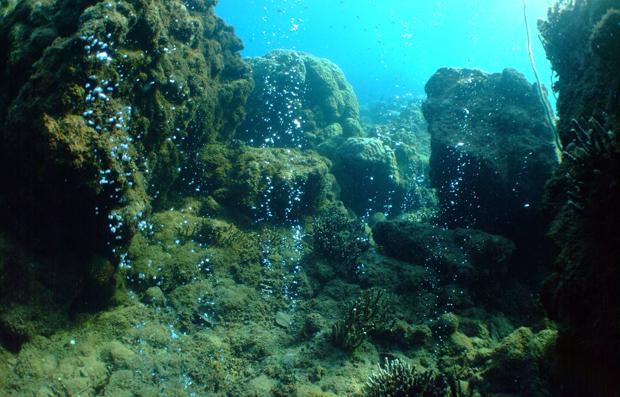 Infiltrações vulcânicas na região de Pápua Nova Guiné simula emissões de CO2 na atmosfera: recifes de corais podem desaparecer (Foto: Katharina Fabricius/Australian Institute of Marine Science)