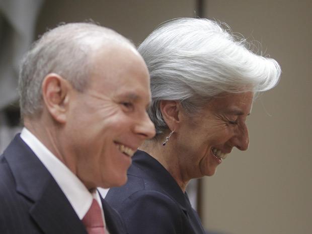 O ministro da Fazenda, Guido Mantega, recebeu a candidata francesa ao comando do FMI, Christine Lagarde, nesta segunda-feira (30) (Foto: Reuters)