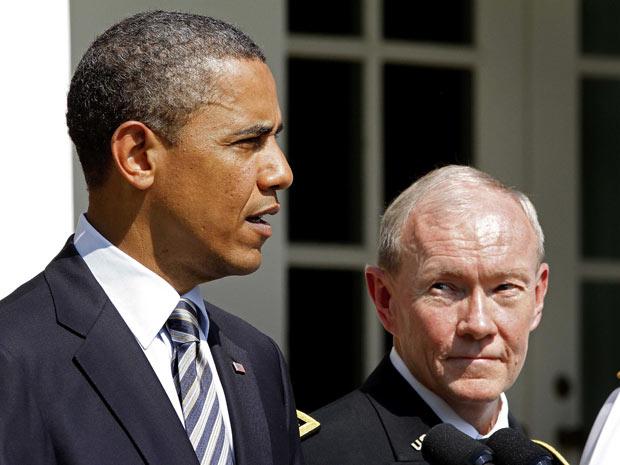O presidente dos EUA, Barack Obama, anuncia a nomeação de Martin Dempsey como principal comandante militar do EUA, nesta segunda-feira (30) na Casa Branca (Foto: AP)