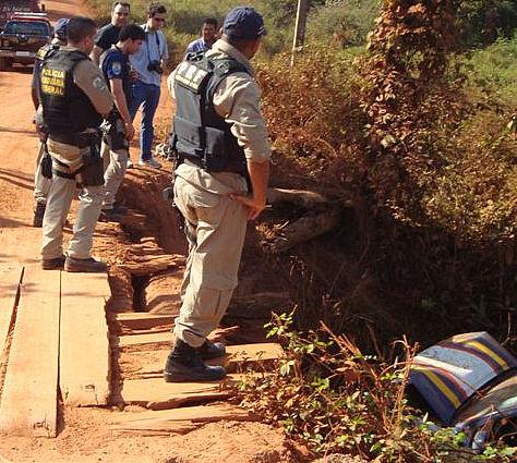 Viatura da PRF cai em rio durante perseguição (Foto: Divulgação/ Polícia Rodoviária Federal)