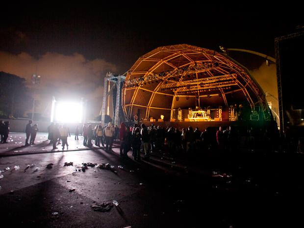 Vista do estacionamento do Anhembi por volta da meia-noite de segunda-feira, quando os organizadores anunciaram o cancelamento do show de Ja Rule (Foto: Daigo Oliva/G1)