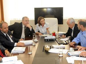 A ministra Maria do Rosário ao lado do secretário-executivo do Ministério da Justiça, Luiz Barreto, durante encontro com a Comissão Pastoral da Terra (Foto: Wilson Dias / Agência Brasil)